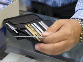 Στις άτοκες δόσεις στρέφονται οι κάτοχοι του πλαστικού χρήματος - Φωτογραφία 1