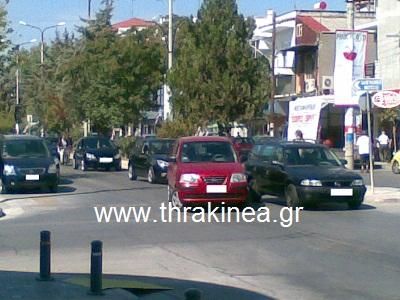 Στάθμευσε το αυτοκίνητό της στη μέση του δρόμου! - Φωτογραφία 2