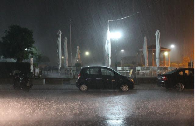 ΣΥΜΒΑΙΝΕΙ ΤΩΡΑ: Πολύ έντονη βροχόπτωση στην Πρέβεζα - Φωτογραφία 2