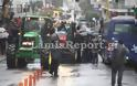 ΤΩΡΑ στη Λαμία: Με τα τρακτέρ έξω από τα δικαστήρια οι αγρότες - Φωτογραφία 4