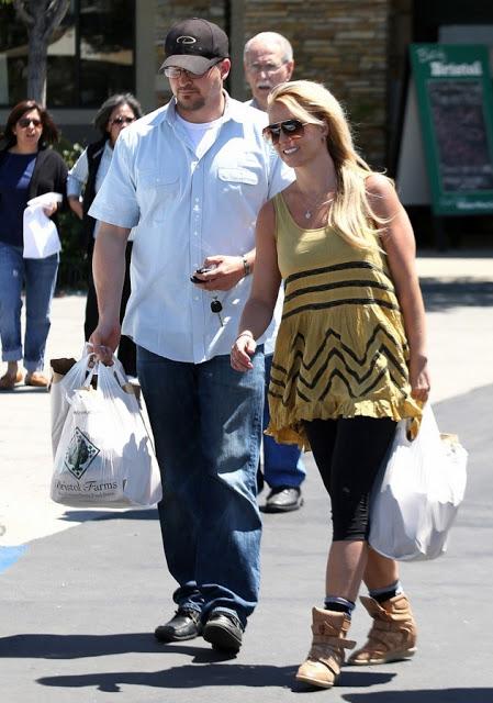 Δες τη Britney Spears χαρωπή νοικοκυρά να κάνει τα ψώνια της! - Φωτογραφία 2