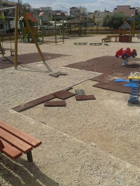 Aγρίνιο: Πλιάτσικο σε παιδική χαρά - Δεν άφησαν ούτε τις τραμπάλες - Φωτογραφία 2