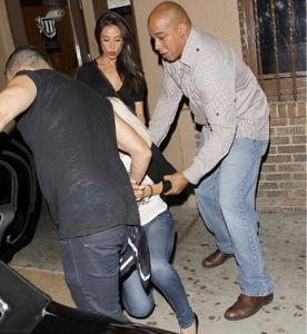 Ποια star κυλιέται στα... πεζοδρόμια έπειτα από ξέφρενο clubbing; - Φωτογραφία 3