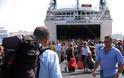 Επιδημία τείνει να γίνει η άγρα πελατών στην πλ. Καραϊσκάκη στο λιμάνι του Πειραιά - Φωτογραφία 2