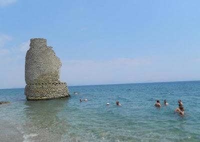 Η πανέμορφη παραλία του Αγίου Ανδρέα στην Κυνουρία με τον ανεμόμυλο μέσα στη θάλασσα! [video] - Φωτογραφία 2