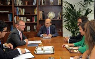 Συνάντηση Χατζηδάκη με τον Βρετανό πρεσβευτή στην Ελλάδα - Φωτογραφία 1