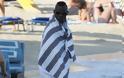 Φωτογραφίες από τις διακοπές του Μπαλοτέλι στη Μύκονο - Φωτογραφία 7