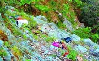 Πρόβλημα τα ακαθάριστα οικόπεδα και τα σκουπίδια - Φωτογραφία 1