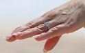 Μα τι ωραίο... δαχτυλίδι!