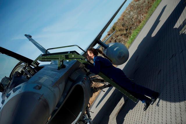 Η Ελληνίδα αμαζόνα των F 16 που εντυπωσίασε το ΝΑΤΟ - Φωτογραφίες - Φωτογραφία 3