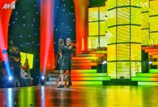 Kατσαρίδα (;) έκοβε βόλτες ανενόχλητη στη σκηνή του DWTS τη στιγμή που χόρευε ο Γαβαλάς! - Φωτογραφία 1