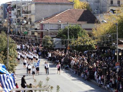 Ολοκληρώθηκε η μαθητική και η στρατιωτική παρέλαση στα Τρίκαλα - Φωτογραφία 2