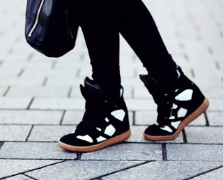 Must Have: Τα 10 πιο cool sneakers της αγοράς και πώς να τα φορέσεις - Φωτογραφία 1