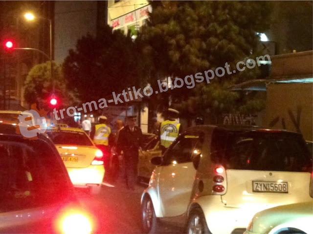 ΣΥΜΒΑΙΝΕΙ ΤΩΡΑ: Ντου αστυνομικών στη πιάτσα ταξί του Φιξ - Φωτογραφία 2