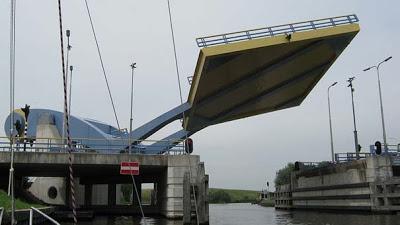 Ιπτάμενη... γέφυρα στην Ολλανδία [Video] - Φωτογραφία 2