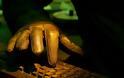 Χειροπέδες σε «χάκερ» ετών... 71 που είχε ιστοσελίδα με αμέτρητα κλεμμένα mail