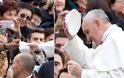 Ο πάπας Φραγκίσκος αγκάλιασε έναν άνδρα χωρίς πρόσωπο (Προσοχή σκληρές εικόνες) - Φωτογραφία 5