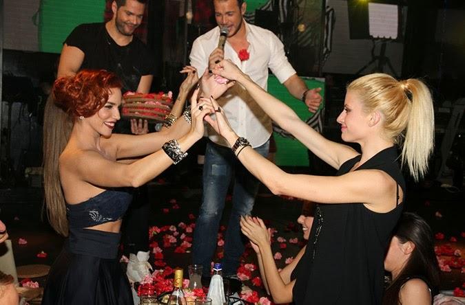 Νέο καuτό χτύπημα από Στικούδη-Αραβανή: Μετά την σάμπα χόρεψαν τσιφτετέλι! [photos] - Φωτογραφία 5