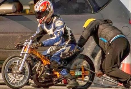 Τραγωδία σε αγώνα Dragster στο Ελληνικό - Νεκρός 19χρονος από τη Βάρδα Ηλείας, ακόμη ένας χαροπαλεύει - Φωτογραφία 1