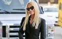 Η φρικιαστική εικόνα της Donatella Versace - Αποστεωμένο σώμα, κοκαλιάρικα πόδια, πεταγμένες φλέβες [photos]