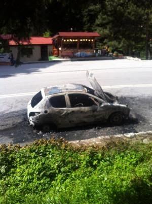 Αυτοκίνητο στη Ελάτη Τρικάλων τυλίχτηκε στις φλόγες - Φωτογραφία 2