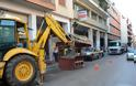 Πάτρα: Συνεχίστηκε το γκρέμισμα ορφανών περιπτέρων - Δείτε σε ποιους δρόμους - Φωτογραφία 1
