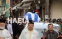 Ανδραβίδα: Χιλιάδες πολίτες αποχαιρέτισαν τον ήρωα αστυνομικό Βασίλη Μαρτζάκλη - Φωτογραφία 3