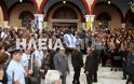 Ανδραβίδα: Χιλιάδες πολίτες αποχαιρέτισαν τον ήρωα αστυνομικό Βασίλη Μαρτζάκλη - Φωτογραφία 9