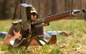 iMac βάλλεται από αντιαρματικό πυροβόλο όπλο Lahti L-39