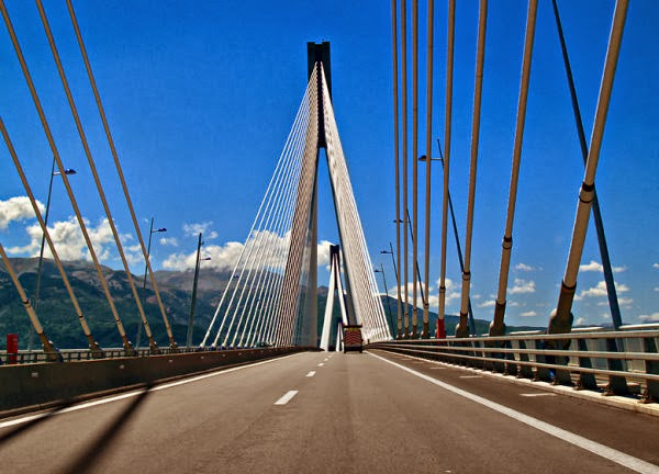 Πάτρα: Συνελήφθησαν τέσσερις φοιτητές γιατί φωτογράφιζαν τη Γέφυρα Ρίου - Αντιρρίου! - Φωτογραφία 1