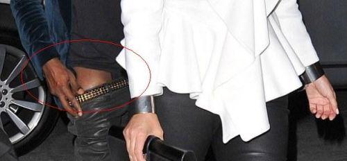 Kardashian – Γουέστ:Τους έπιασαν οι παπαράτσι να βγαίνουν από το αυτοκίνητο με κατεβασμένο παντελόνι [φωτο] - Φωτογραφία 2