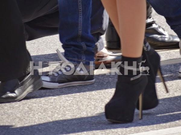 ΝΤΡΟΠΗ: Στη Ρόδο οι μαθήτριες εκτός από κοντές φουστίτσες φόρεσαν και 15ποντες γόβες... προκαλώντας πανικό [video + photos] - Φωτογραφία 4