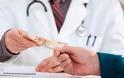Τέλος στα «φακελάκια»: Το νέο σχέδιο του υπουργείο Υγείας με ελέγχους και τα σάιτ καταγγελιών