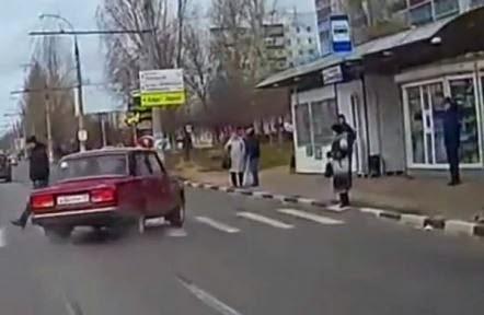 Ο χάρος βγήκε παγανιά... Δείτε έναν επικίνδυνο οδηγό, που είναι έτοιμος να σκοτώσει κόσμο [video] - Φωτογραφία 1