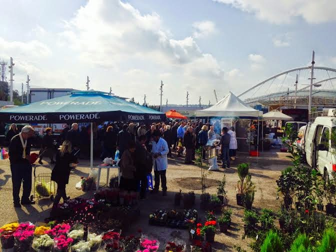 Με σημαντική προσέλευση καταναλωτών πραγματοποιήθηκε η 11η Δράση Διάθεσης Εγχώριων Αγροτικών Προϊόντων από τον Δήμο Αμαρουσίου - Φωτογραφία 3