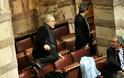Τα παραλειπόμενα της πρώτης ψηφοφορίας - Δείτε τις πιο απίστευτες φωτογραφίες μέσα από τη Βουλή [photos]