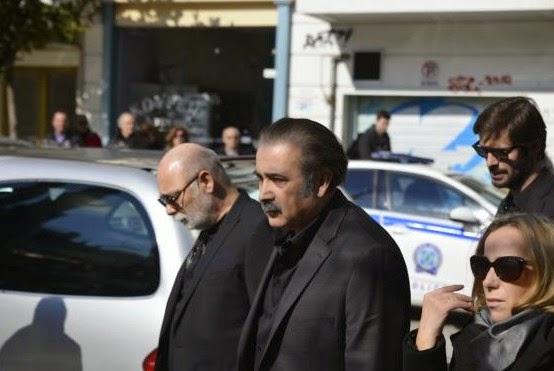 Συντετριμμένος ο Λάκης Λαζόπουλος στην κηδεία της μητέρας του [photos] - Φωτογραφία 3