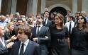 Ντ. Μπακογιάννη: Συντετριμμένη στην κηδεία της μητέρας της - Φωτογραφία 2