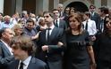 Ντ. Μπακογιάννη: Συντετριμμένη στην κηδεία της μητέρας της - Φωτογραφία 4