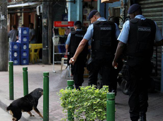 Ο αστυνομικός που εξόργισε ολόκληρο τον πλανήτη... - Φωτογραφία 2