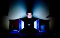 Το ελεύθερο διαδίκτυο ισοπέδωσε παραδοσιακούς νταβατζήδες και τα ηλεκτρονικά τσιράκια τους