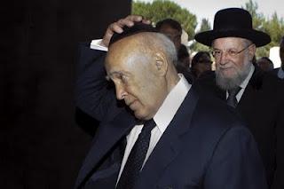 Η αμερικανοεβραϊκή οργάνωση ADL ζητεί από τον Κ.Παπούλια να διαγράψει πολιτικά την Χρυσή Αυγή - Φωτογραφία 1