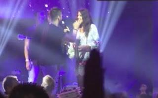 """Δείτε τι τραγούδησε ο Τσαλίκης στην Άντζελα και την """"έστειλε"""" [video] - Φωτογραφία 1"""