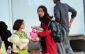 Η κυβέρνηση επιδεικνύει τις εγκαταστάσεις προσφύγων στον Ελαιώνα [πηοτοσ] - Φωτογραφία 4