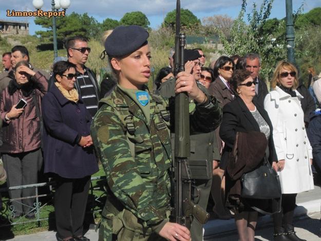 Η Στρατιωτίνα στην παρέλαση της Λήμνου, που έκοψε «ανάσες»! - Φωτογραφία 1