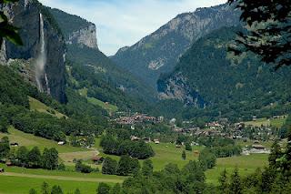 Φανταστικό χωριό στις Άλπεις - Φωτογραφία 1