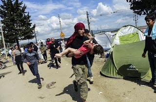 Και παιδιά τραυματίστηκαν στα χθεσινά επεισόδια στην ειδομένη... [photos> - Φωτογραφία 1