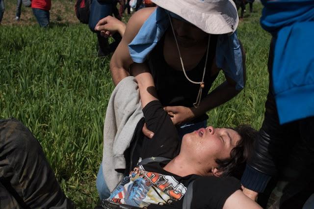 Και παιδιά τραυματίστηκαν στα χθεσινά επεισόδια στην ειδομένη... [photos> - Φωτογραφία 2