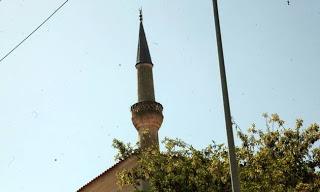 Δεν έχουν το Θεό τους! Φτιάχνουν τζαμιά με χρήματα του ελληνικού κράτους - Φωτογραφία 1