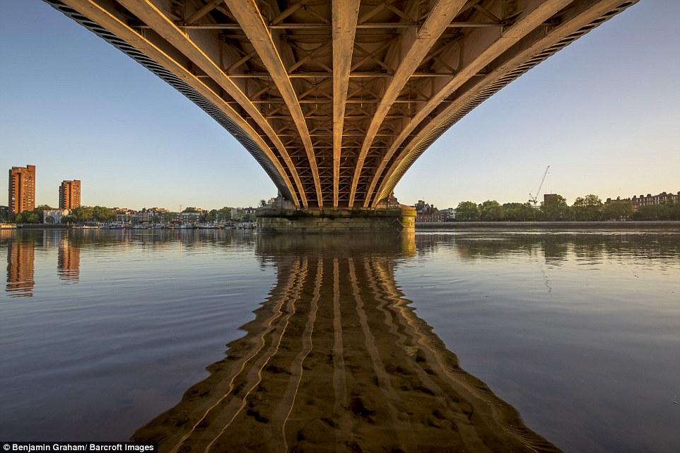 Εκπληκτικές εικόνες από το άδειο Λονδίνο την αυγή! - Φωτογραφία 2